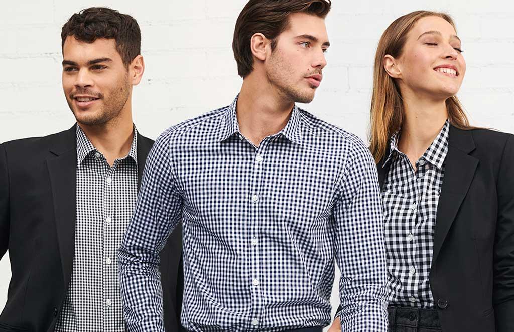 Estilo de camisas ideales para uniformes empresariales