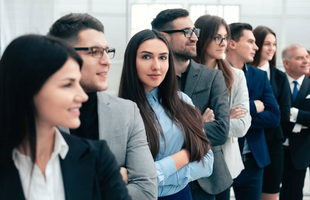 Nuevos uniformes una selección eficaz para una empresa productiva